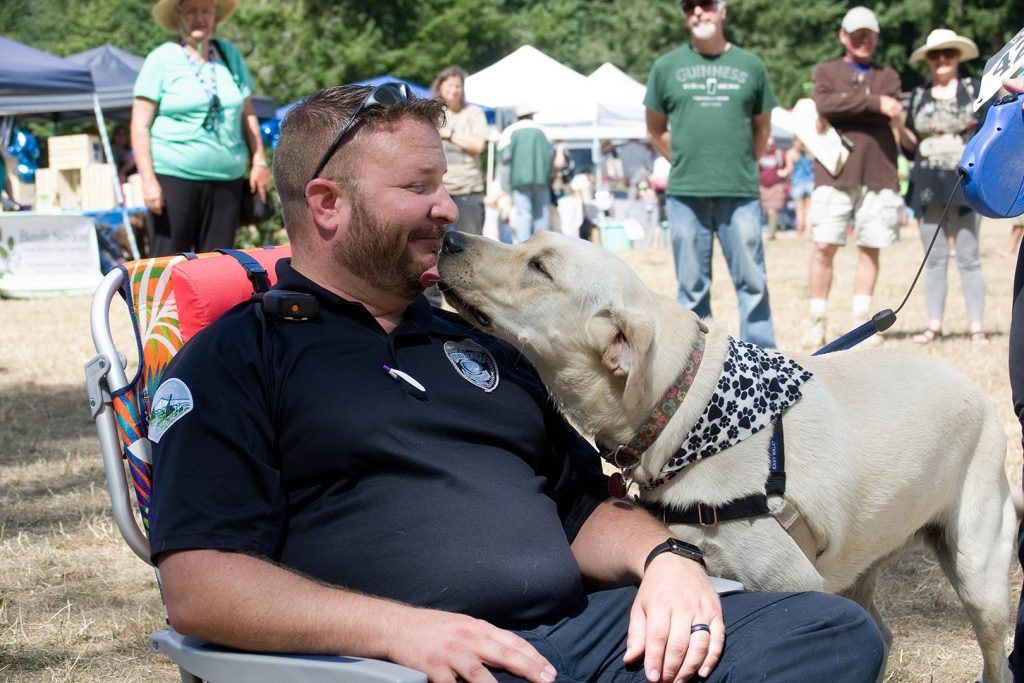 Dog-Days-of-Summer_Kissing-Contest